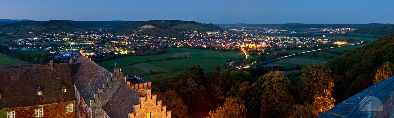 Herbstnacht über Hammelburg - Blick von Schloss Saaleck